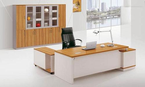 Tại sao phải tìm địa chỉ mua bàn làm việc văn phòng giá rẻ?