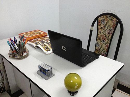 Sử dụng đồ vật phong thủy trên bàn làm việc