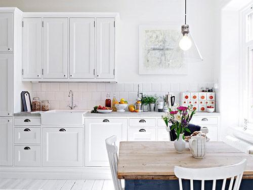 Cách trang trí phòng bếp nhỏ: Luôn sáng sủa, thông thoáng
