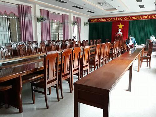 Mua bàn ghế hội trường bằng gỗ tại địa chỉ uy tín