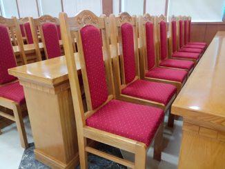 Báo giá ghế hội trường bằng gỗ bị tác động bởi những yếu tố nào?